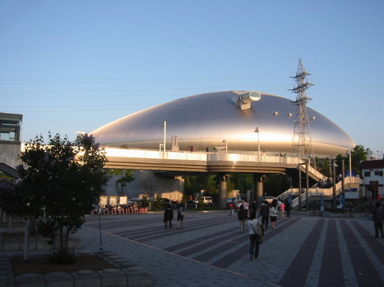 Sapporo_Dome.jpg